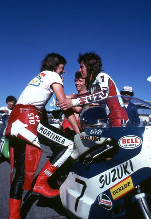 画像: バリー・シーンとスタート前に談笑するチャスさん。 www.carlosghys.be