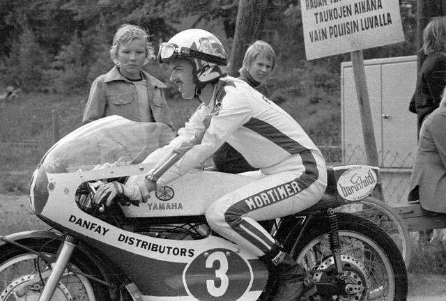 画像: 1973年のGP、ヤマハ2気筒に乗るチャスさん。この年の125ccクラスではランキング2位。チャスさんが最もタイトルに近づいた年でした。 www.imatranajo.com