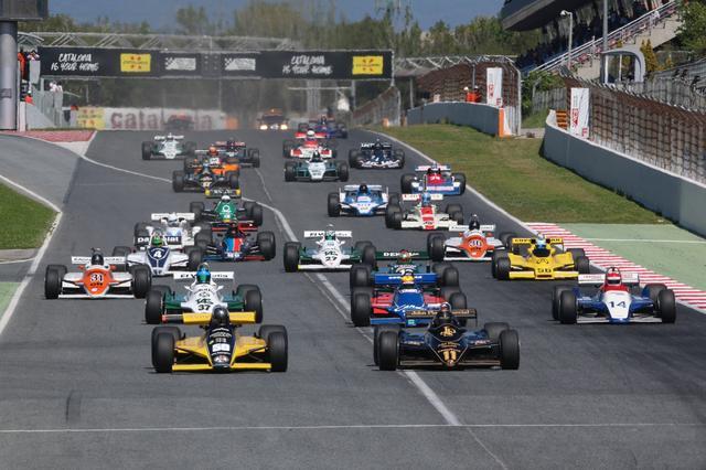 画像: FIA Masters Historic Formula1 Championship開幕戦バルセロナのスタートシーン。この興奮を、鈴鹿サーキットでも味わえると思うと、ワクワクします! (C)Copyright MOBILITYLAND CORP.