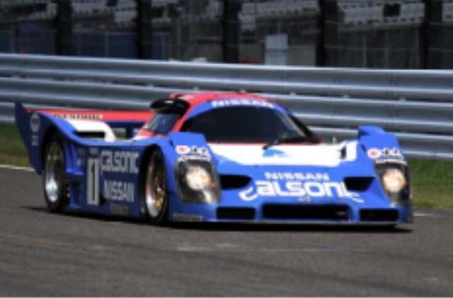画像: 1992年 CALSONIC NISSAN R92CP マーチやローラと共同でグループCマシンを開発してきたニッサンは、1990年以降、独自開発のマシンを投入。1990年のJSPC(全日本スポーツプロトタイプカー選手権)でニッサンR90CP(長谷見昌弘/アンデルス・オロフソン組)がシリーズチャンピオンを獲得。翌年はR91CPを投入し星野一義/鈴木利男組がタイトル奪取。91CPの発展型R92CPは1992年のJSPCを席巻。YHPカラーの24号車長谷見昌弘/ジェフ・クロスノフ/影山正彦組が開幕戦でポール・トゥ・フィニッシュを飾ると、第2戦からカルソニックカラーの1号車、星野一義/鈴木利男組が驚異の5連勝を飾り、2年連続のチャンピオンに輝いた。