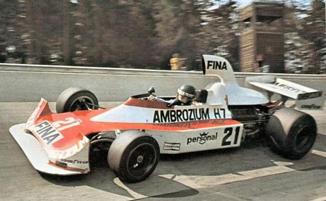 画像: 1975年ドイツGPで2位に入ったウィリアムズFW04とジャック・ラフィ。ウィリアムズにとって、これが記念すべきF1初の表彰台となりました。 www.f1i.com