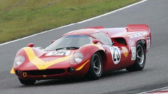 画像: 1968年 LOLA T70 MkIII イギリスのローラカーズが1965年に発表した2座席スポーツカーがローラT70 。改良型のT70 MkIIIが、1968年富士スピードウェイで開催された第5回日本グランプリレースに参戦した。有力プライベータの滝レーシングがポルシェとともに投入したもので、ニッサンR381とトヨタ7の戦いに挑む形となり話題になった。 決勝は結果を残せなかったものの、予選では2台のニッサンに続いて長谷見昌弘がドライブするT70 MkIIIが3番手に食い込み、その速さを見せつけた。