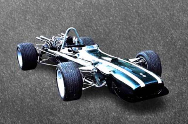 画像: 1967年 COOPER MASERATI T86 それまではプライベートチームにシャシーを供給していたクーパーが、1955年から本格的にF1に参戦を開始。1957年はエンジンをドライバーの後方に搭載するマシンを投入。このミッドシップレイアウはその後F1の主流となった。1959年・60年にドライバーズ、コンストラクターズ(製造者)のダブルタイトルを獲得。1966年からマセラティのV12エンジンを搭載し、1967年はヨッヘン・リント、ペドロ・ロドリゲスがステアリングを握り活躍した。