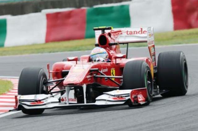 画像: 2010年 Ferrari F10 2010年のフェラーリはF10を投入。ルノーから移籍してきたフェルナンド・アロンソと、チーム5年目を迎えたフェリペ・マッサのラインナップでシーズンを戦った。開幕戦でアロンソがいきなり優勝すると、第2戦以降も4回の優勝を含む上位入賞を続けチャンピオン争いを繰り広げた。残念ながらレッドブルのセバスチャン・ベッテルと4ポイント差のランキング2位となったが、フェラーリの強さを見せつけるシーズンとなった。