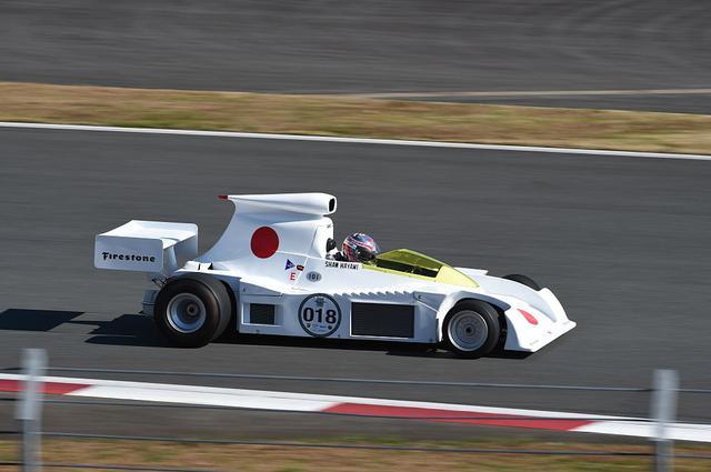 画像: ハウデン・ガンレイが1974年にドライブしたF101は、イギリスGPと西ドイツGPに参戦したものの予選落ちを喫しました。この写真は2014年の富士スピードウェイのAUTOCAR JAPAN FESTIVALを走った際のものです。 en.wikipedia.org