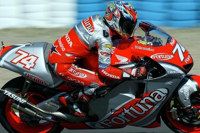 画像: 2002年第3戦スペインGPで2位を獲得した加藤大治郎とホンダNSR500。 www.honda.co.jp