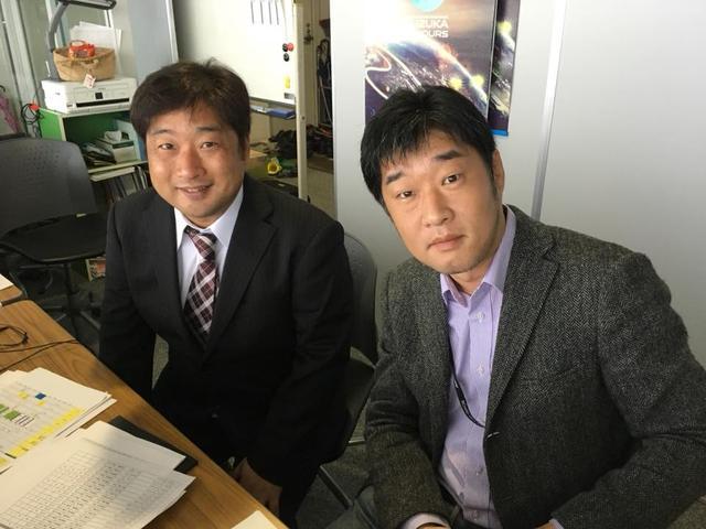 画像: ちなみに「MOTORCYCLE HERITAGE」の場内放送解説は、私、宮﨑(右)が担当しております。左は実況の辻野ヒロシさんです。日曜もよろしくお願いいたします! ©︎ウィック増野さん