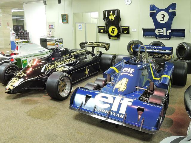 画像: 静岡のタミヤ本社1階ロビーに展示されるF1マシンたち。右からティレルP34、ロータス91、そしてロータス102Bです! www.tamiya.com