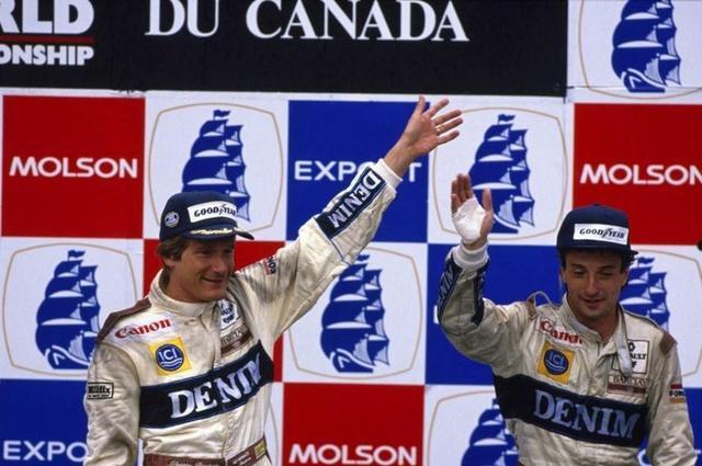画像: 1989年カナダGPで優勝し、FW12Cに乗る僚友リカルド・パトレーゼ(右・2位)とともに、表彰台に登壇するT.ブーツェン(左)。 www.snaplap.net