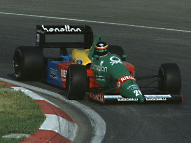 画像: 1988年カナダGPで、ベネトンB188を3位表彰台に導いたT.ブーツェン。なお彼はベネトンでの2年間(1987〜1988年)で、6度3位表彰台を獲得しています。 en.wikipedia.org