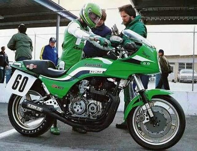 画像: ロブ・マジー率いるカワサキチームのエースとなった1983年シーズンのレイニーは、6勝をAMAスーパーバイクで記録。750ccとなって初年度のAMAスーパーバイク王者に輝きました。 www.pinterest.jp