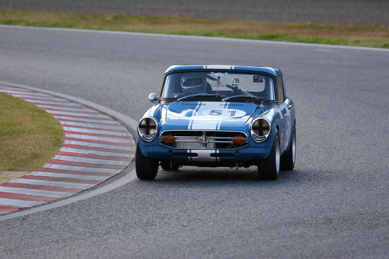 画像: Honda S800(1967) 1963年にHonda S500が登場し、翌年にはS600へと進化。モータースポーツシーンを席巻すると、さらに翌年の1965年にはS800が登場し、日本グランプリレースGT-1クラスで優勝。さらには耐久レースでも大活躍するなど、飛ぶ鳥を落とす勢いで駆け抜けた。1966年から始まった鈴鹿1000km耐久自動車レースではトヨタ2000GT、ニッサンフェアレディと戦い総合4位を獲得。翌67年からはRSC(レーシングサービスセンター)のチューニングで戦闘力が大きく向上し、1968年の鈴鹿12時間レースで2台のトヨタ7に続いて総合3位を記録するなど、目覚ましい活躍を見せてくれた。