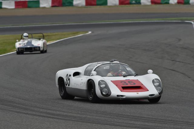 画像: Porsche 910(1967) 1966年の日本グランプリで、ニッサンR380と死闘を演じたカレラ6(906)を進化させたのがポルシェ910。1966年にヒルクライムレースに参戦し、翌67年SWC(スポーツカー世界選手権)開幕戦に本格デビューを果たす。当初は6気筒エンジンだったが、後半から8気筒エンジンを投入し、第6戦のニュルブルクリンク1000kmでは、8気筒エンジン車が1位から3位を独占する強さを見せた。同車は1968年の日本グランプリに参戦し、生沢徹のドライブで2位に入っている。