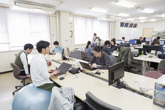 画像: ヤッホーブルーイングの営業やバックオフィスのメンバーが集まるオフィス。「社長室」はなく、井手社長もこのフロアで仕事をする