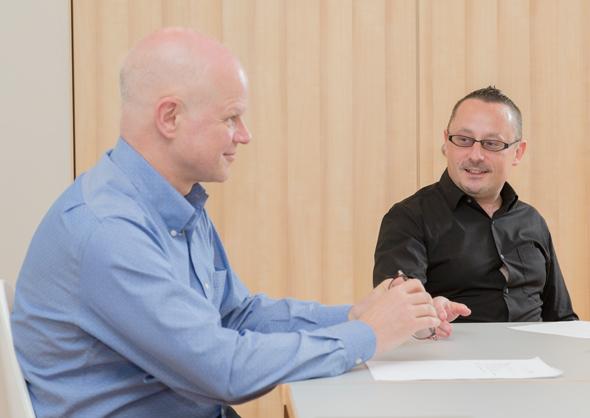 画像: 対談はヤフーのオープンコラボレーションスペース「LODGE」で行った。ピョートル氏はLODGEをオフィスとして働いている