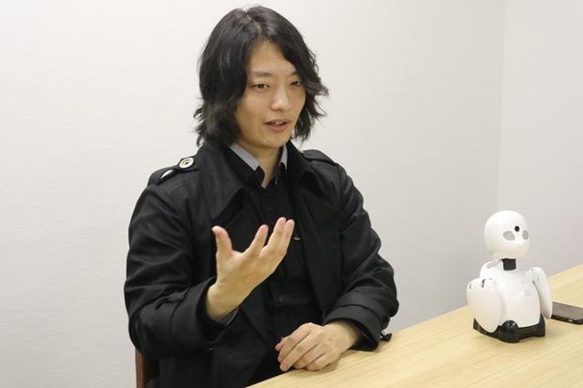 画像: インタビューに応じる吉藤氏