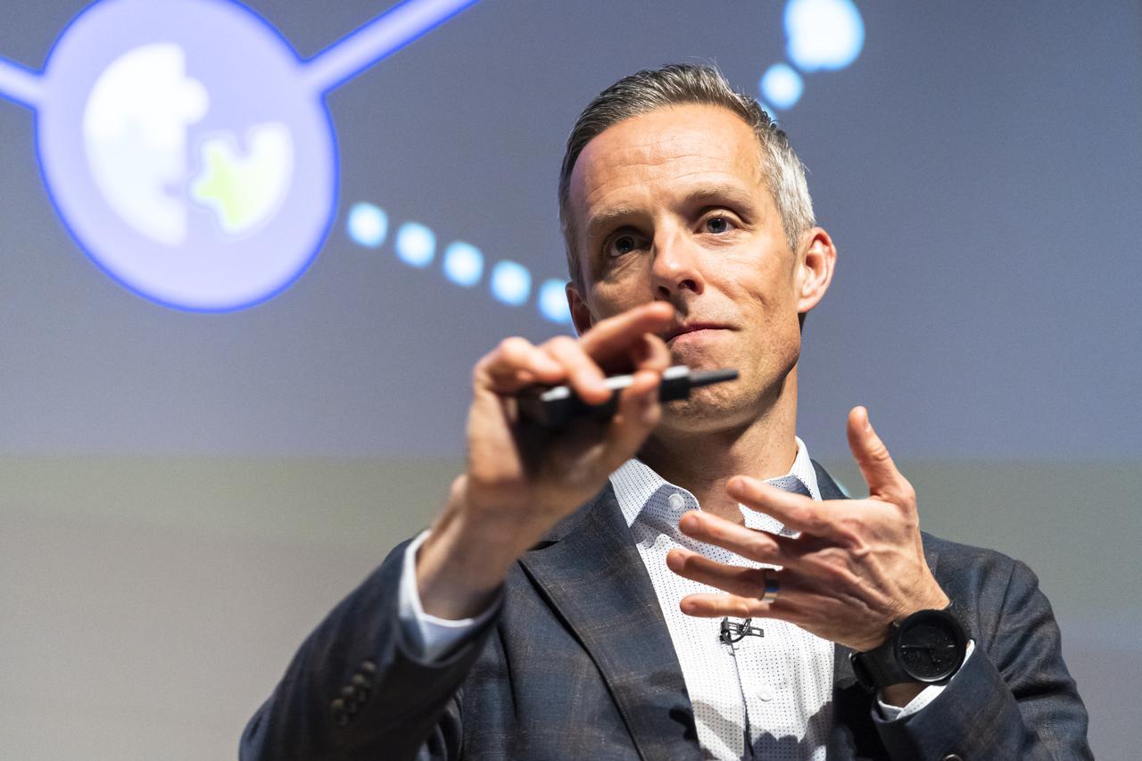 画像: 2023年までに80%の大手企業がアジャイルを活用する─。そうしたデータを見せながら組織のアジャイル化にアトラシアンがいかに貢献しうるかを説明。