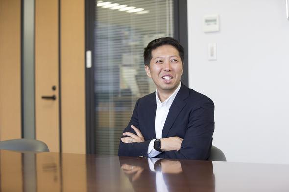 画像: 富山浩樹(とみやま・ひろき) 1976年生まれ。札幌の大学を卒業後、日用品卸商社に入社。2007年株式会社サッポロドラッグストアーに入社。営業本部長を経て2015年5月に代表取締役社長に就任。2016年8月にサツドラホールディングス株式会社を設立し、現在代表取締役社長兼CEO。北海道札幌市出身