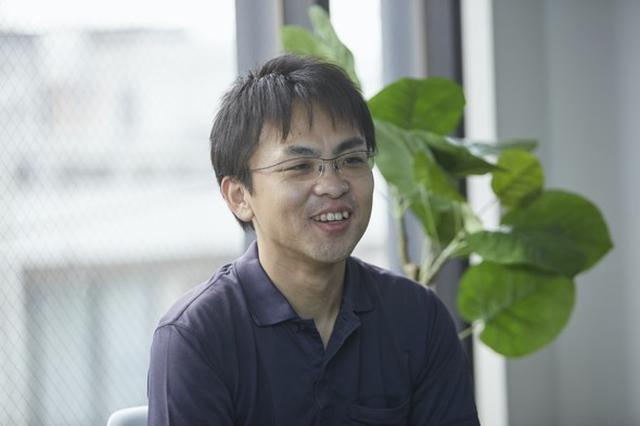 画像: 倉貫義人(くらぬき・よしひと) 1974年京都生まれ。株式会社ソニックガーデン代表取締役。1999年立命館大学大学院を卒業し、TIS(旧・東洋情報システム)に入社。エンジニアとしてキャリアを積みつつ、「アジャイル開発」を日本に広める活動を続ける。2011年、自ら立ち上げた社内ベンチャーをMBOによって買収、株式会社ソニックガーデンを創業する。「納品のない受託開発」というITサービスの新しいビジネスモデルを確立し、業界に旋風を巻き起こす。著書『「納品」をなくせばうまくいく』『リモートチームでうまくいく』(ともに日本実業出版社)、『 ザッソウ 結果を出すチームの習慣 ホウレンソウに代わる「雑談+相談」 』(日本能率協会マネジメントセンター)、『管理ゼロで成果はあがる』(技術評論社)(以下、写真はソニックガーデン提供)