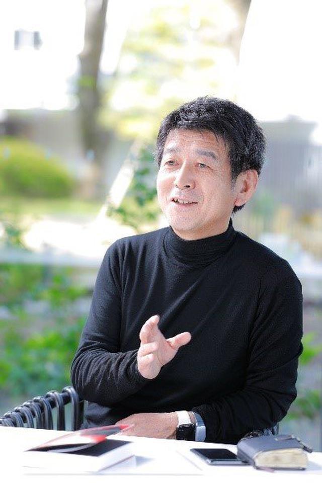 画像: 矢野和男(やの かずお) 日立製作所フェロー/ハピネスプラネット代表取締役CEO、工学博士IEEEフェロー。1984年に日立製作所に入社し、中央研究所に配属。1993年に単一電子メモリの室温動作に世界で初めて成功。 2004年からウェアラブル技術とビッグデータの収集・活用技術の研究・開発に力を注ぎ、350件を超える特許を出願。開発したウェアラブルセンサー「ビジネス顕微鏡(Business Microscope)」が「ハーバード・ビジネス・レビュー」誌で「歴史に残るウェアラブルデバイス」として紹介される。日本データマネジメント・コンソーシアム先端技術活用賞、Rakuten Technology Award/HEAD Award、2020 IEEE Frederik Phillips Awardなど国内外のアワードを数多く受賞。著書には2014年のBookVinegar社ビジネス書ベスト10に選ばれた『データの見えざる手~ウエアラブルセンサが明かす人間・組織・社会の法則』(発行・発売:草思社)や『 予測不能の時代:データが明かす新たな生き方、企業、そして幸せ 』(同)などがある
