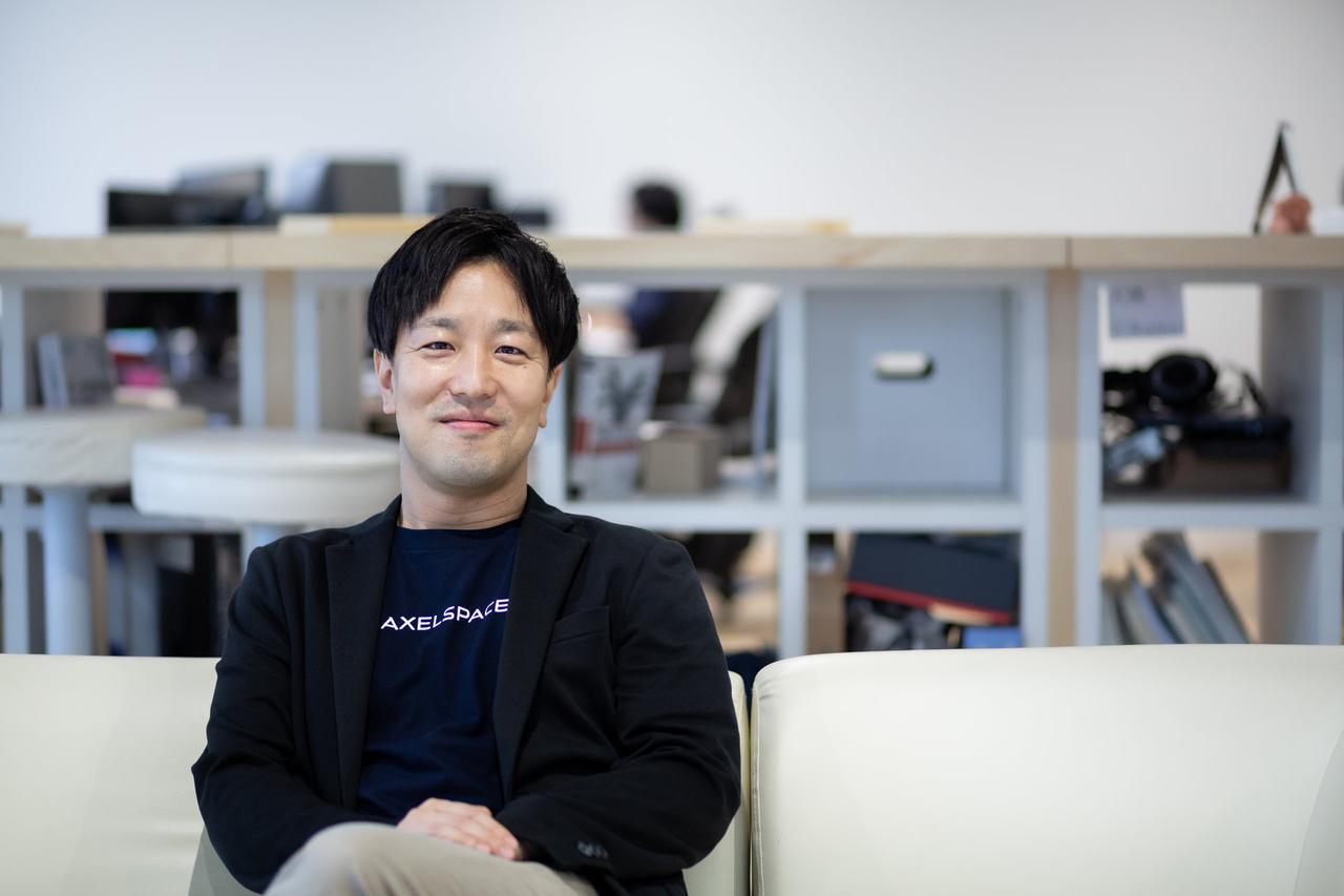 画像: 中村友哉(なかむら・ゆうや) アクセルスペース代表取締役最高経営責任者(CEO)。1979年、三重県生まれ。東京大学大学院工学系研究科航空宇宙工学専攻博士課程修了。在学中、3機の超小型衛星の開発に携わった。卒業後、同専攻での特任研究員を経て2008年にアクセルスペースを設立、代表取締役に就任。会社設立後、株式会社ウェザーニューズやJAXA(宇宙航空研究開発機構)等から衛星開発を受託、合計9機の超小型衛星開発・打ち上げ・運用に成功。また、2015年の大型資金調達後には自社衛星群による次世代地球観測網AxelGlobeの構築を進める