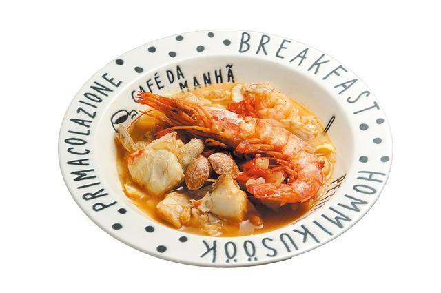 画像: ブイヤベースは、貝や海老の食感が残る上品な仕上がりに。