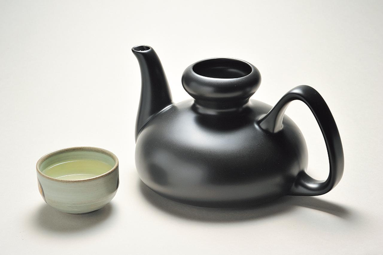 画像: 徳利は、2.5合サイズの大容量。陶磁器なのでお酒が冷めにくく、おいしさが長続きする。