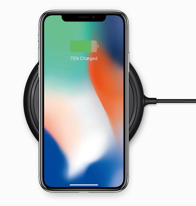 画像: iPhone Xなどがワイヤレス充電を採用したことで、普及の可能性が出てきた。