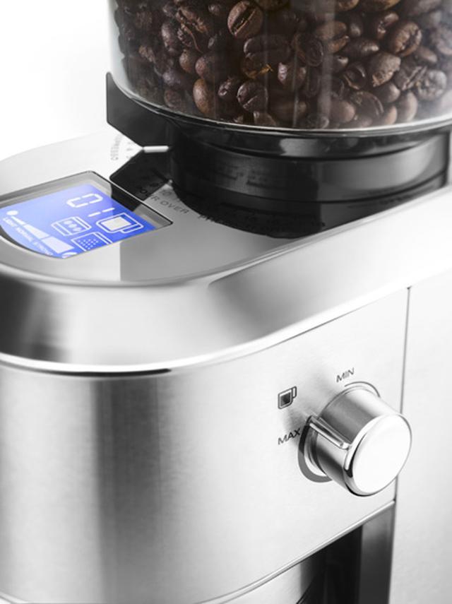 画像: 2.1型の大きなディスプレイでコーヒーの濃さなどが確認できるほか、ダイヤルで杯数を設定できる。