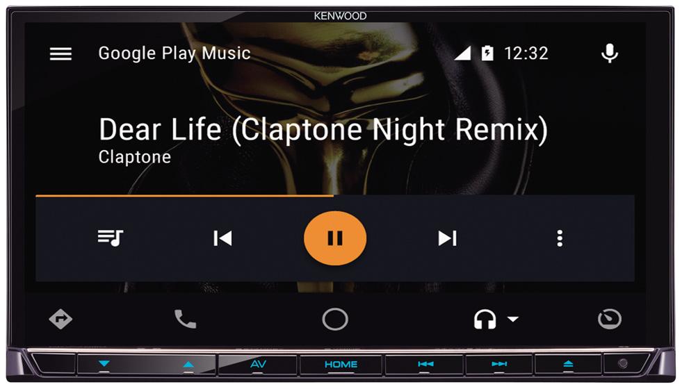 画像: AndroidAutoで音楽を再生している画面。SMSや電話などの操作も、モニター上で行える。