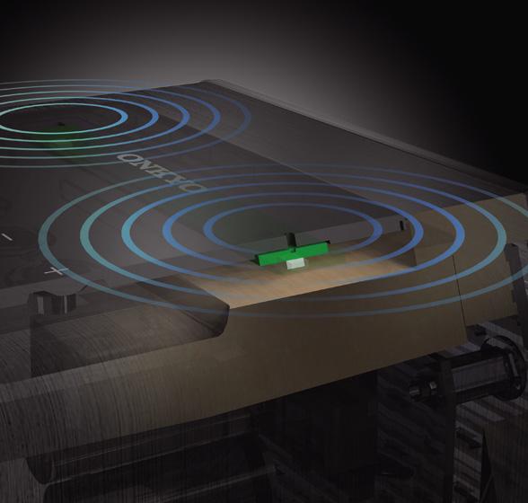 画像: マイク基板を天面のラバー部に直接固定。マイクに伝わるスピーカーからの内部振動を抑制し、フラットな特性を得ることで、ユーザーが声をかけたときの応答のよさを実現。