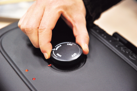 画像: 操作は、ダイヤルでの温度設定のみ。タイマーはないから自分で計ってね♪