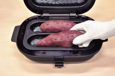 画像: お芋にジャストサイズで、360度方向から包むように加熱するのがポイント。