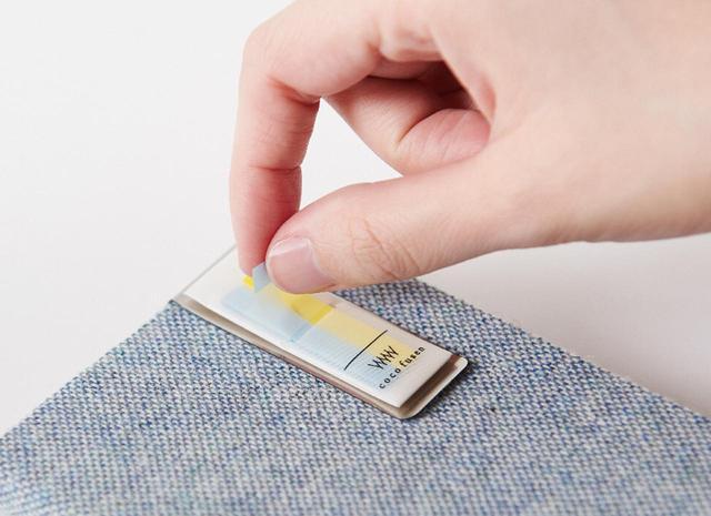 画像: 手帳などに挟んでおけば、いつでも付箋を取り出せる。「ココフセン」(Sサイズ、Mサイズに対応)部分は交換可能。