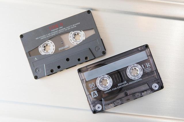 画像: 上がハイポジションテープの「UD2」。下は現在でも入手できるノーマルの「UR」。いずれも日立マクセルの製品。確かに音質の差が確認できた。