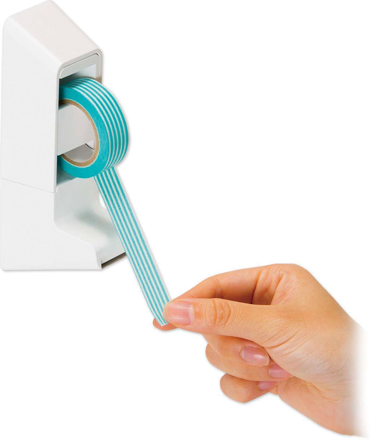 画像: 強力なマグネットで固定されるので、台座部分を押さえることなく、簡単にテープを切り取れる。