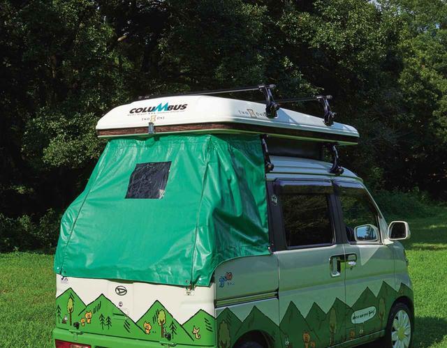 画像: リアデッキカーテンを装着すれば、デッキに置いた荷物を風雨から防げる。