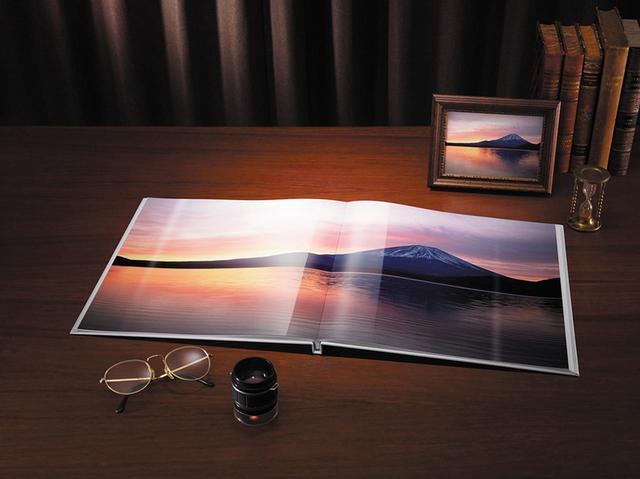 画像: キヤノンの「フォトジュエル」。キヤノンの業務用フォトプリンター、DreamLabo 5000による超高画質が味わえる。紙質や綴じ方も本格的。A4ヨコ24ページ・フルフラット(光沢)タイプで、 6980円(税別)。
