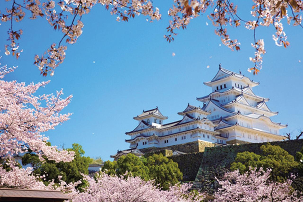 画像: 1位は2015年に5年半の大修理を終えて、入場者数の新記録を達成した「姫路城」。