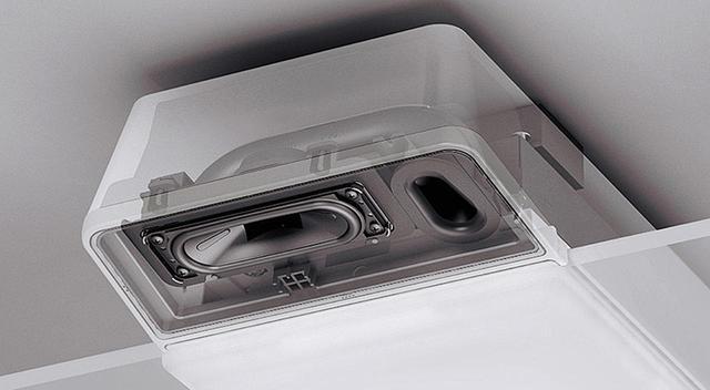 画像: 上の写真はスピーカー部の内部構造(断面)。3センチ×9センチのバスレフにより、全域でバランスのいい高音質の音が部屋中に広がる。