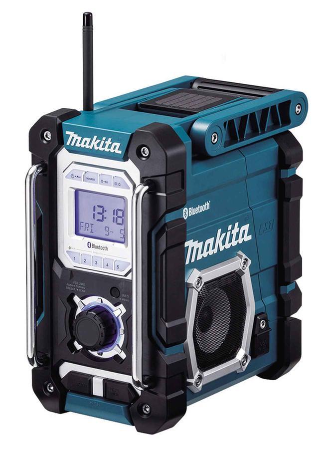 画像: バンパーやパイプの頑丈な造作がタフさを強調。しかも、IP64の防塵・防滴仕様なので、ガレージやスタジオにベストマッチ。AC電源のほか同社のリチウムイオンバッテリーに対応。クリアな音質と迫力の重低音に感動する。●幅163㎜×高さ294㎜×奥行き282㎜●4.3kg●電源:AC100V、充電池●スマホ充電対応(USB)
