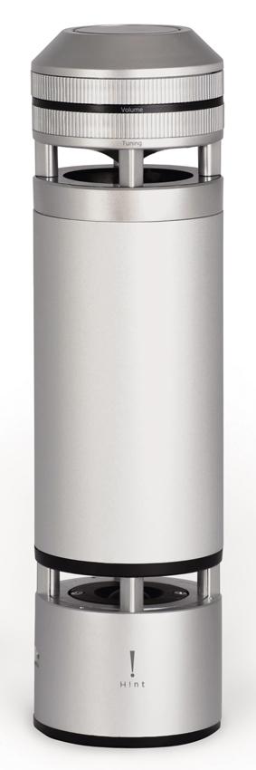 画像: 無指向性スピーカーによって、360度に音が広がる斬新なフォルム。開発にはニッポン放送が参加し、声にフォーカスした柔らかなサウンドが印象的。カチカチ回るダイヤル、美しいLEDライトなど、デザインもしゃれている。●幅80㎜×高さ297㎜×奥行き80㎜●1075g●電源:AC100V、充電池