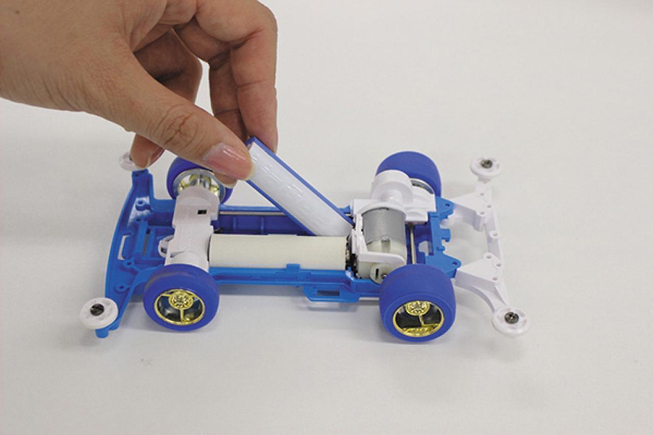 画像: 複数の乾電池を使う玩具で、MaBeeeはそのうち1本だけという形でも利用が可能だ。