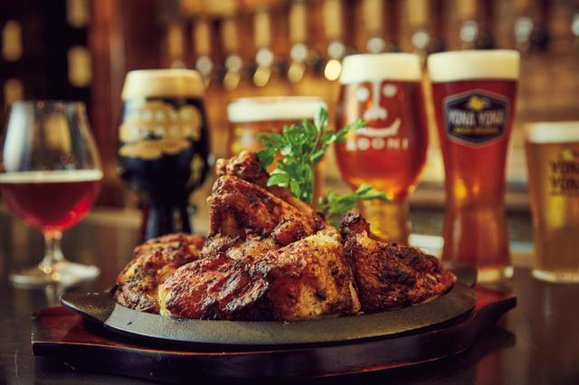 画像: 佐久の醸造所直送のビールを、各銘柄に合わせた形のグラスで、ベストなコンディションで飲める。供される料理もビールに合う、こだわりのメニューばかり。