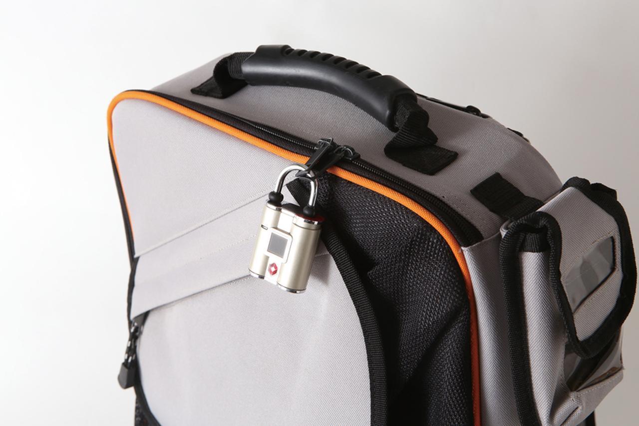 画像: バッグや貴重品ボックスの施錠にちょうどいい。