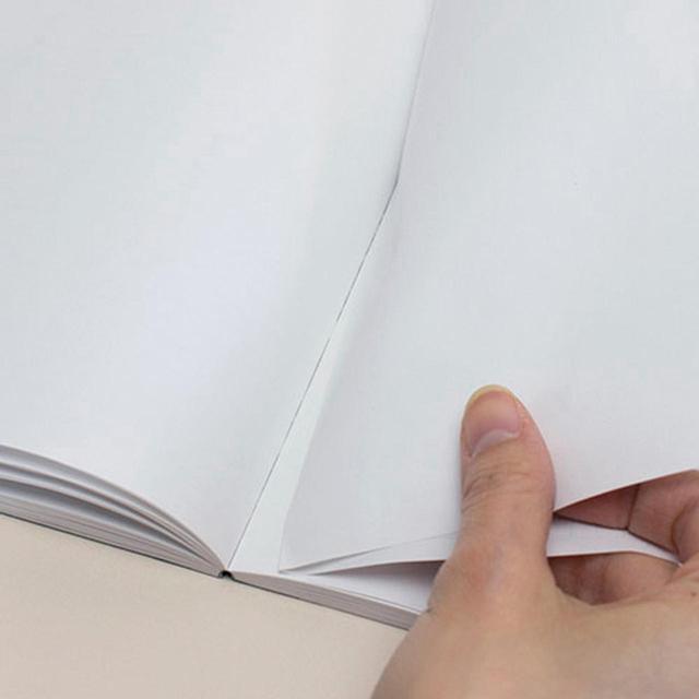 画像: 二つ折り用紙を製本、見開きで切り離せる。