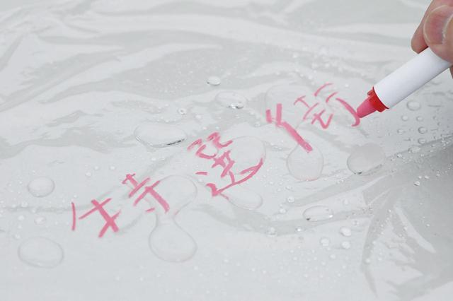 画像: 雨や水がかかっても消えにくく、濡れた布で拭けば簡単に消すことができる。カラーは全部で9色。場所によっては文字が目立ちにくいこともあるので、2色以上用意しておくといいだろう。