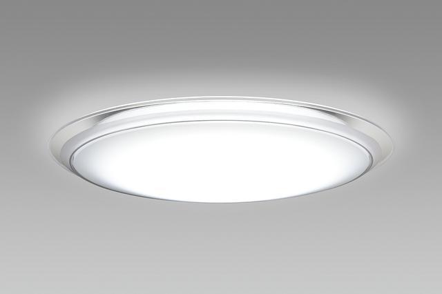 画像: 部屋全体を照らすので、懐中電灯より安心