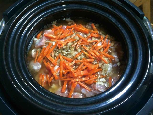 画像: レシピブック掲載の炊き込みご飯を、具材多めで炊いてみた。
