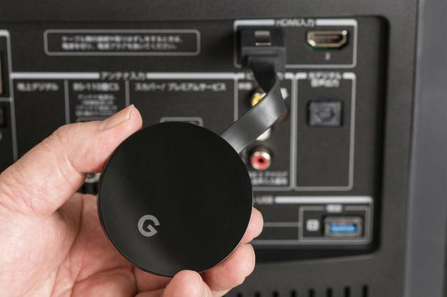 画像: 非対応テレビの場合、Chromecast端末で利用可能。HDMI端子に接続して使用する。